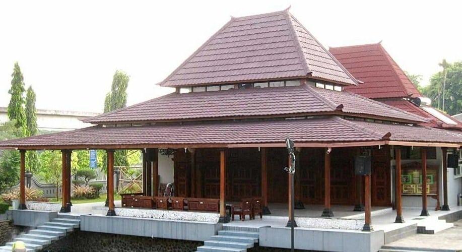 Bangunan lain yang setingkat lebih sempurna dari panggangpe adalah bentuk bangunan yang disebut kampung.