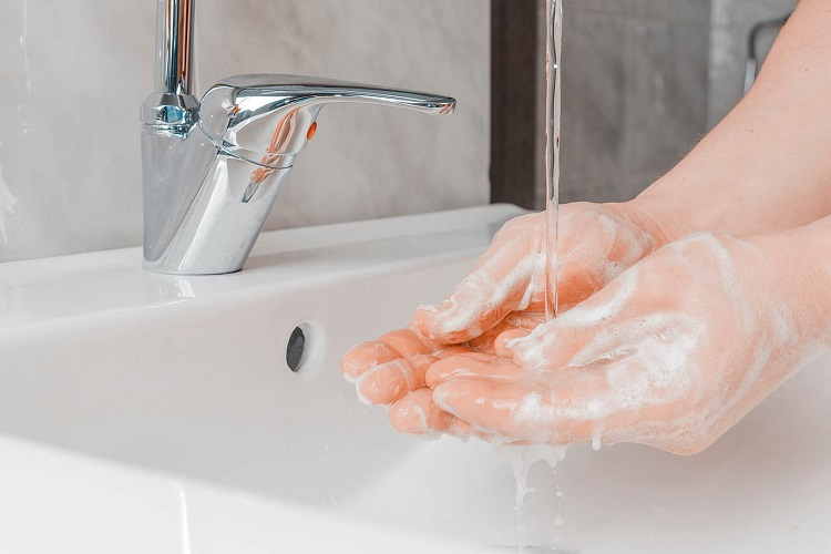 Mencuci tangan, Sumber : jovee.id