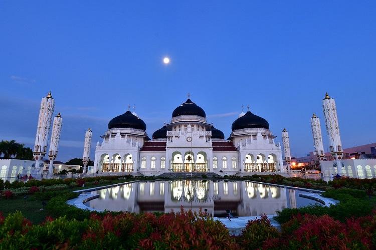 Masjid Raya Baiturrahman, Sumber : pegipegi.com