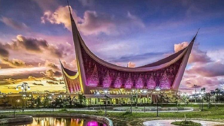 Masjid Raya Sumatera Barat, Sumber : tribunnews.com