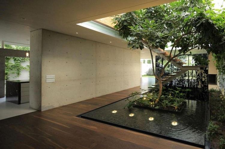 Taman dan kolam di dekat tangga, Sumber : Pinterest