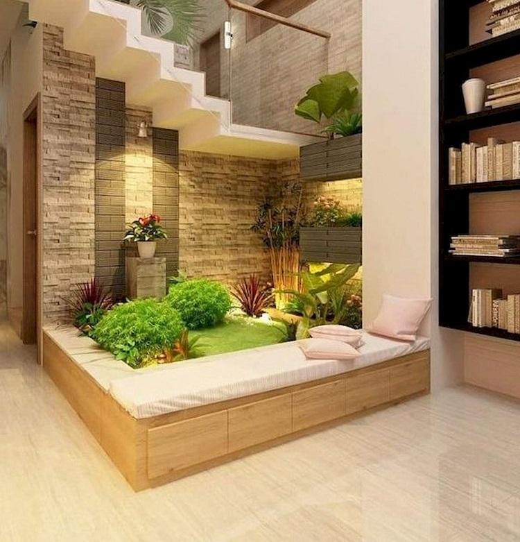 Taman di bawah tangga, Sumber : Pinterest